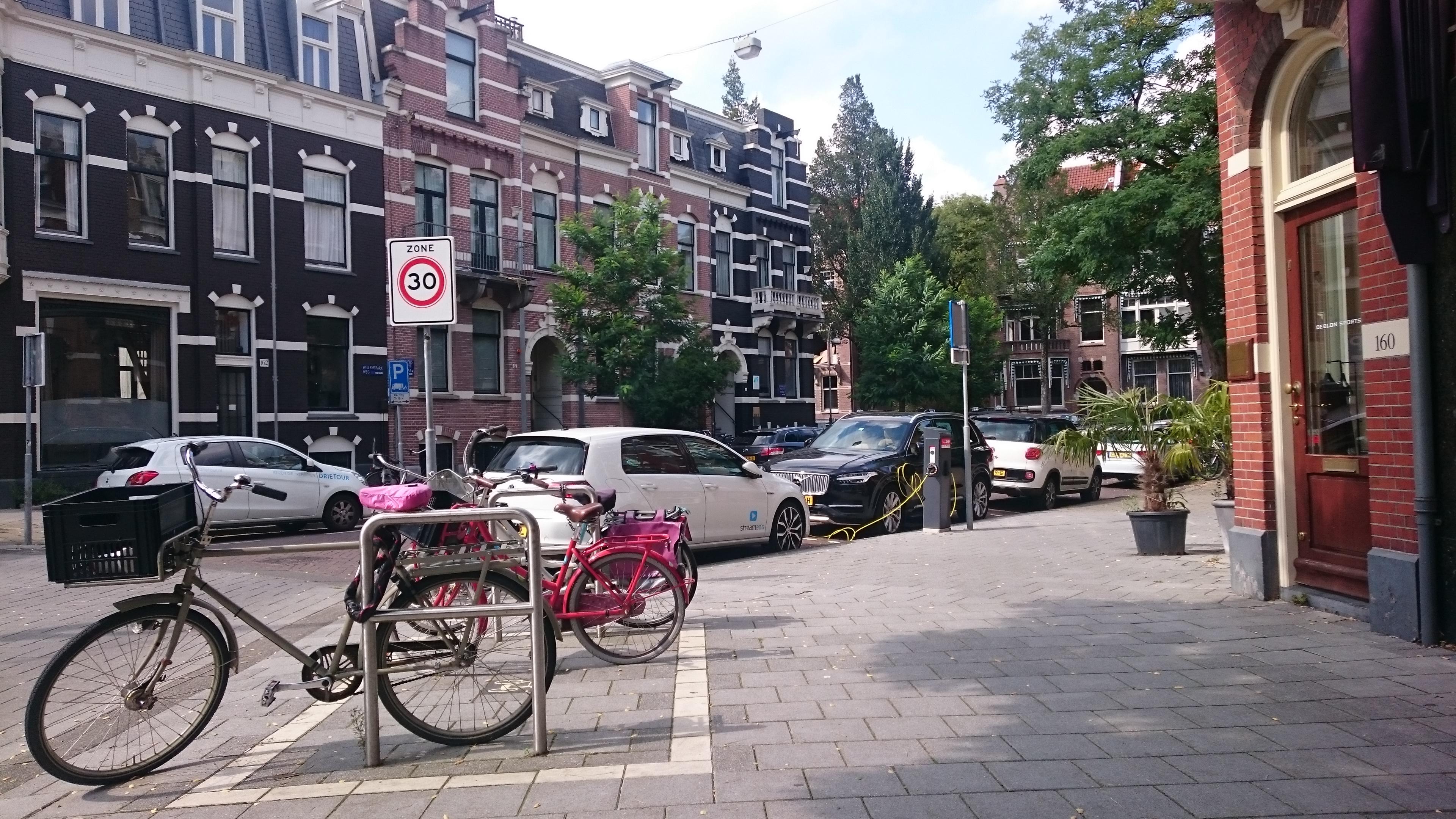 Экология, окружающая среда и автотранспорт. Амстердам.